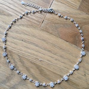 Women's Flower detailed necklace